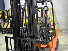 2.5T Counterbalance Forklift - Utilev UT25P - picture4' - Click to enlarge