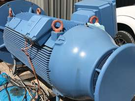 185 kw 250 hp 10 pole 415 v AC Electric Motor - picture1' - Click to enlarge
