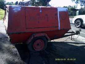 175cfm , isuzu powered , trailer mounted , 6900hr - picture2' - Click to enlarge