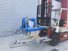 Vacuum Lifter With 90 Degree Power Tilt - picture9' - Click to enlarge