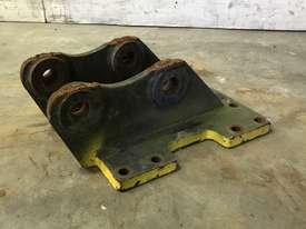 HEAD BRACKET TO SUIT 2-3T EXCAVATOR D977 - picture1' - Click to enlarge