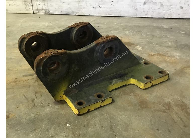 HEAD BRACKET TO SUIT 2-3T EXCAVATOR D977