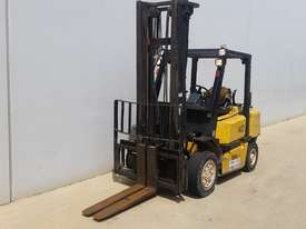 4T Counterbalance Forklift - picture2' - Click to enlarge