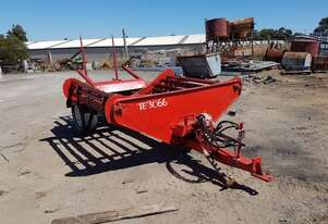 HAY FEED OUT WAGON - TWIN FEEDER