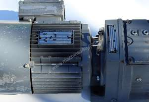 .22 KW Sew-Eurodrive R47 Helical Reduction Drive Gearmotor + Brake 15 RPM Ratio : 43 : 1 Weight : 36