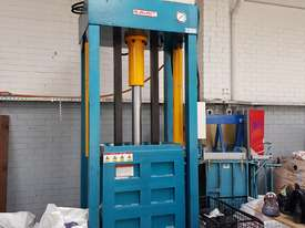 Bale Press Machine - picture0' - Click to enlarge
