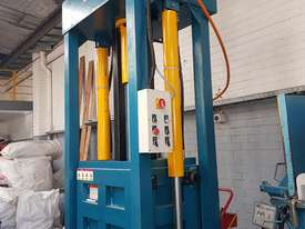 Bale Press Machine - picture1' - Click to enlarge