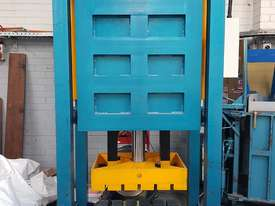 Bale Press Machine - picture2' - Click to enlarge