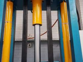Bale Press Machine - picture3' - Click to enlarge