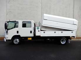 Isuzu NPR300 Cab chassis Truck - picture1' - Click to enlarge