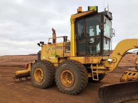 Komatsu GD825A-2 Grader - picture7' - Click to enlarge