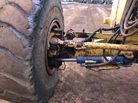 Komatsu GD825A-2 Grader - picture11' - Click to enlarge