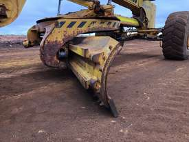 Komatsu GD825A-2 Grader - picture13' - Click to enlarge