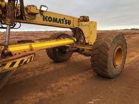 Komatsu GD825A-2 Grader - picture15' - Click to enlarge
