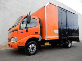 Hino Dutro Pantech Truck - picture0' - Click to enlarge