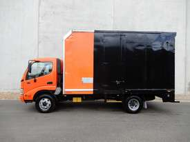 Hino Dutro Pantech Truck - picture1' - Click to enlarge