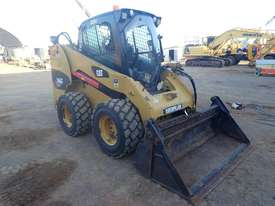 Caterpillar 246C Wheeled Skidsteer Loader - picture3' - Click to enlarge