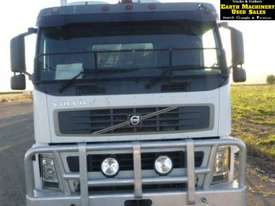 Volvo FM9 single axle Prime Mover with Crane. EMUS TS430 - picture3' - Click to enlarge