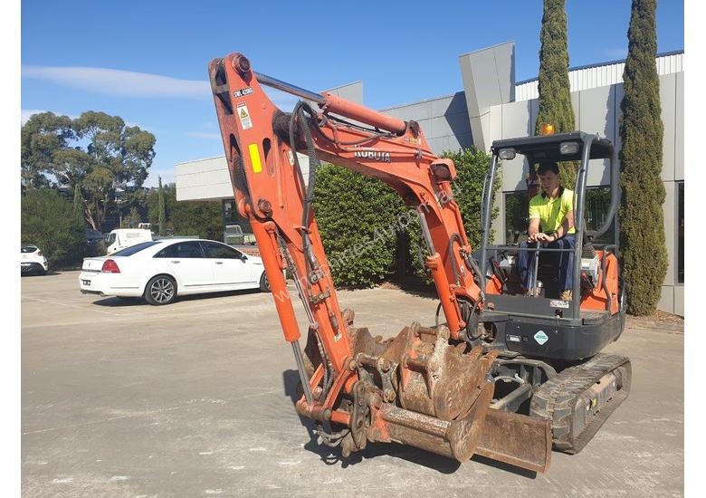 2014 KUBOTA KX91-3 3.3T EXCAVATOR WITH QUICK HITCH AND BUCKETS. LOW 2220 HOURS