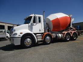 2012 freightliner CL112 COLUMBIA  - picture1' - Click to enlarge