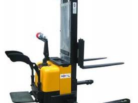 Electric Straddle Walkie Forklift - picture0' - Click to enlarge