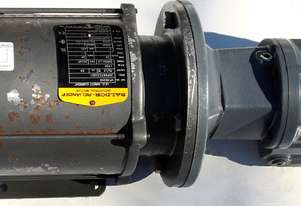 .75 KW DC Motor Sew-Eurodrive KA37 Reduction Drive Gearmotor  Ratio : 25:1  KG : 37