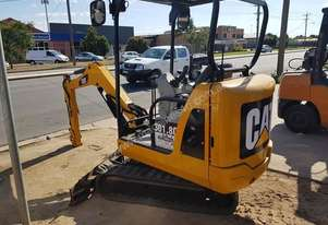 2010 Caterpillar Mini Excavator New pins and bushes & comes with 4 buckets
