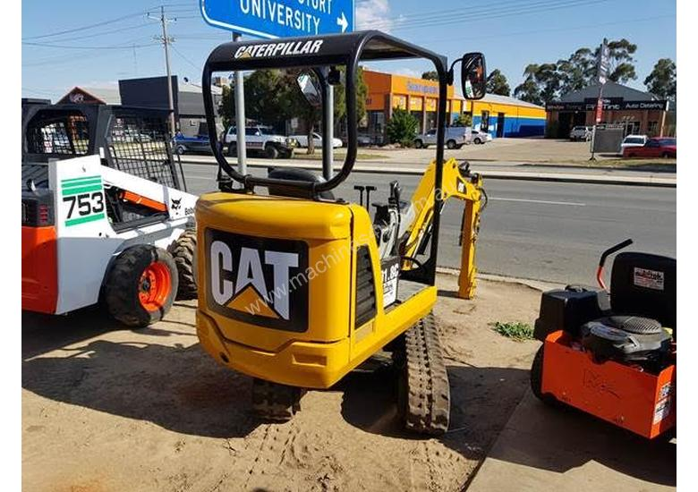 2010 Caterpillar Mini Excavator New pins and bushes comes with 4 buckets