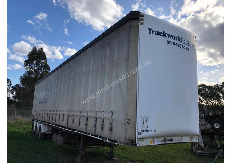 Maxitrans 45ft Curtainsider - full set of gates