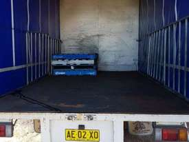 ISUZU 2005 NQR 450 MEDIUM RIGID TAUTLINER/CURTINSIDER 4.5 mt tray - picture4' - Click to enlarge