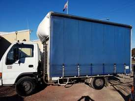 ISUZU 2005 NQR 450 MEDIUM RIGID TAUTLINER/CURTINSIDER 4.5 mt tray - picture1' - Click to enlarge