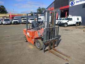 Nissan PJ02A025 Container Mast 2.5 Tonne LPG/Petrol Forklift (GA1316) - picture1' - Click to enlarge