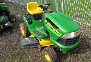 John Deere LA105 Ride on Lawn Mower