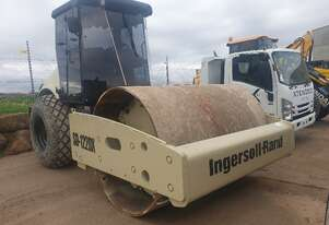 INGERSOLL RAND 12T SMOOTH DRUM ROLLER
