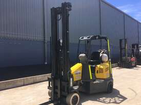 2.0 CNG Narrow Aisle Forklift - picture1' - Click to enlarge
