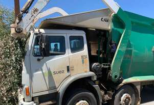 Iveco 2350 Front Lift Garbage Compactor