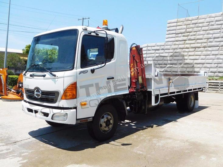Tipper Truck FD1J with crane, only 140,000Kms