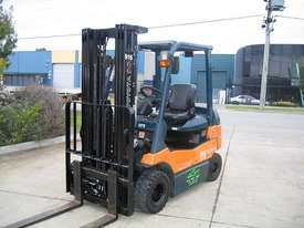 TOYOTA 7FB25 Container Mast with 4.7 mtr lift - picture1' - Click to enlarge