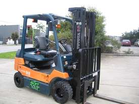 TOYOTA 7FB25 Container Mast with 4.7 mtr lift - picture2' - Click to enlarge