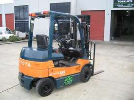 TOYOTA 7FB25 Container Mast with 4.7 mtr lift - picture3' - Click to enlarge