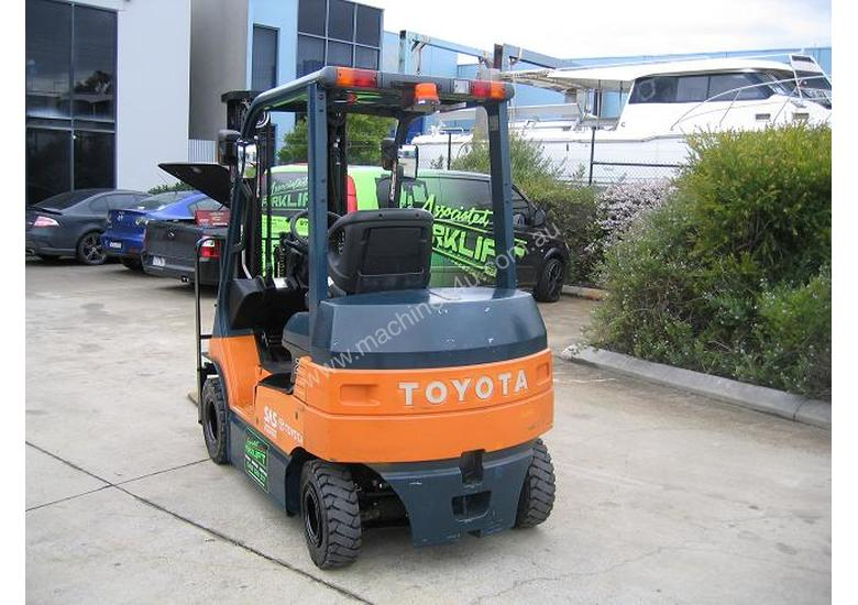 TOYOTA 7FB25 Container Mast with 4.7 mtr lift