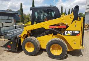 USED CAT 242D WITH ALL OPTIONS AND LOW 184 HOURS