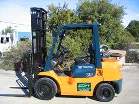 TOYOTA 2.5t LPG Forklift with LOW HOURS - picture0' - Click to enlarge