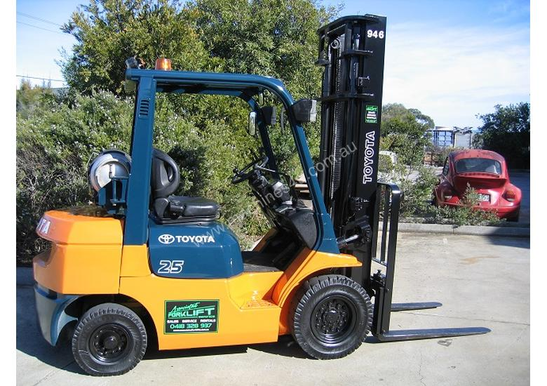 TOYOTA 2.5t LPG Forklift with LOW HOURS