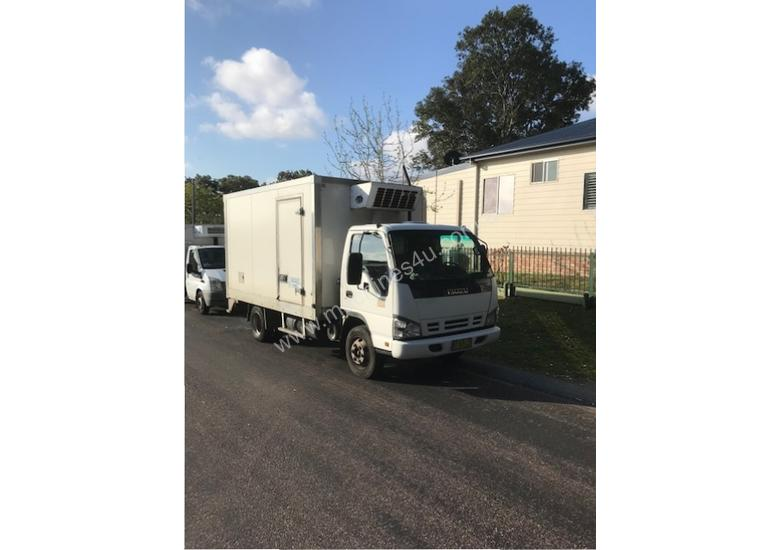 2007 Isuzu NPR300 Refrigerated Truck