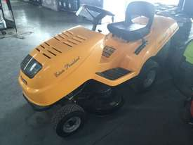 Stiga Estate Standard Ride On Lawn Equipment - picture4' - Click to enlarge