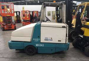 Tennant LPG Ride On Sweeper