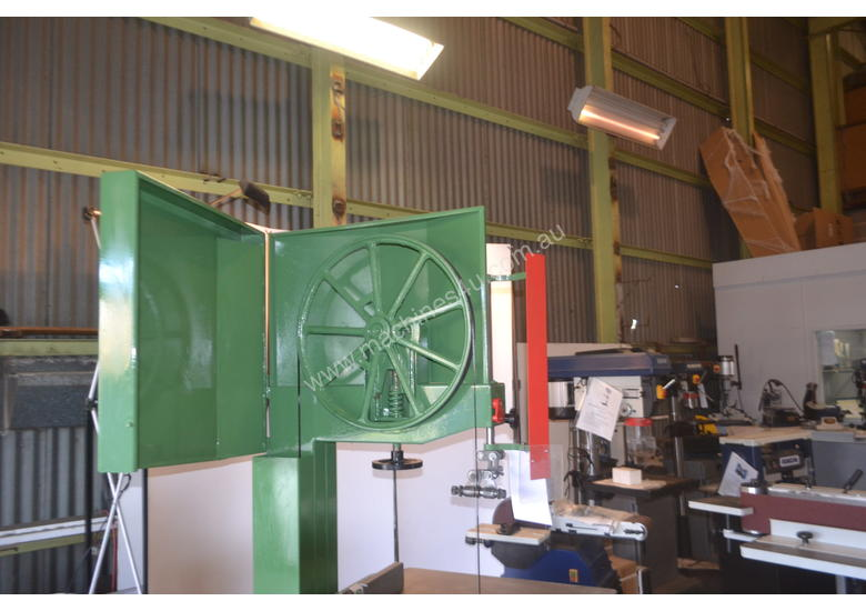 Heavy Duty Bandsaw Timber