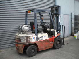 NISSAN FORKLIFT 2.5T - LPG, SIDE SHIFT - picture0' - Click to enlarge