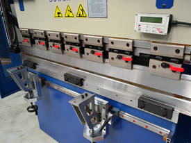 MACHTECH Synchro SPB 40-1500 CNC4 Pressbrake - picture4' - Click to enlarge